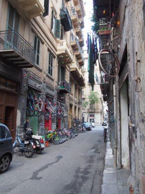 Palermo, Via Bicicletta, eine Straße benannt nach dem, was sie verkauft (und ich vermisse etwas...)